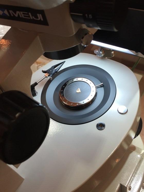 カラーダイヤモンドを顕微鏡で