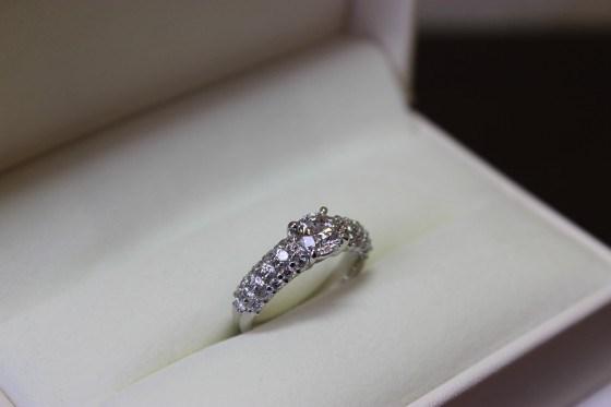 婚約指輪のダイヤでゴージャスに