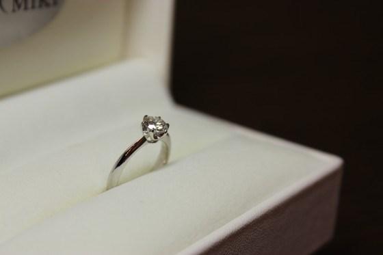 想いのつまった婚約指輪