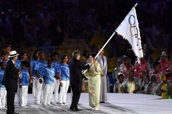 リオ五輪閉会式 東京都知事 和服