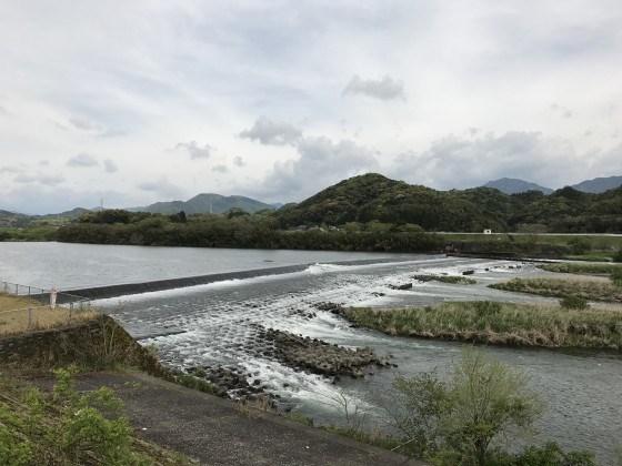 岩熊井堰。享保年間、時の家老、藤江監物によって造られた県内有数の農業用井堰です。この完成により、それまで水不足に悩んでいた田畑には水が行き渡り、延岡の農業は飛躍的に発展しました。