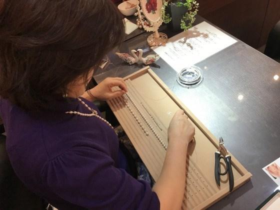 大分、延岡、宮崎で真珠のことならジュエルミキ!パールチョーカーを使って真珠Yラインネックレスをキラキラパーツを使って作りました!