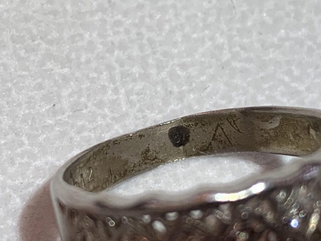 指輪ロー目
